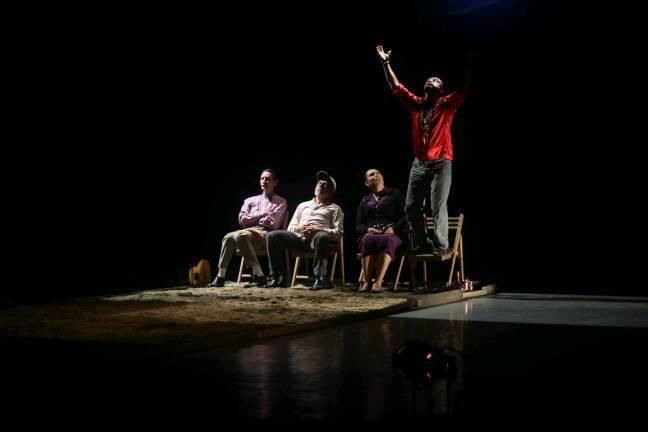 Viaje de tres cautivo a su audiencia